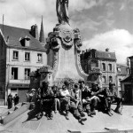soldat_enfant_monument_place_republique_carentan_juin_1944_normandie
