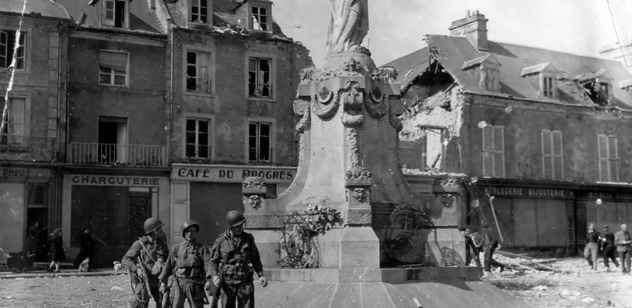 soldat_us_americain_monument_place_republique_carentan_juin_1944_normandie