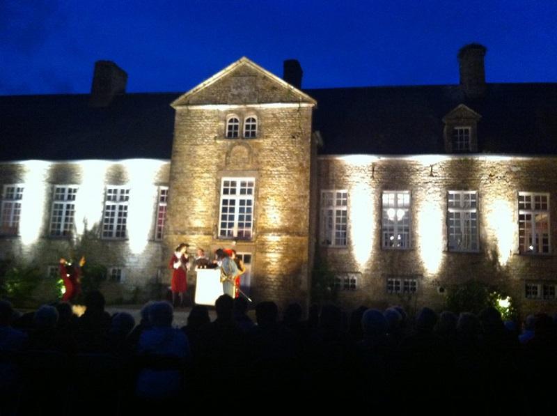 Spectacle théâtre lumières©Château d'Etienville