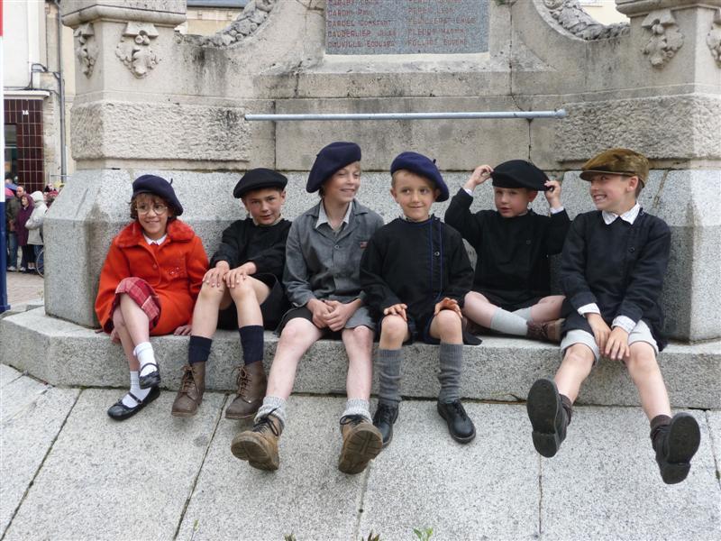 Carentan, les enfants en style années 1940