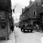 rue_habitant_soldat_civil_militaire_liberation_carentan_juin_dday_debarquement_1944_normandie