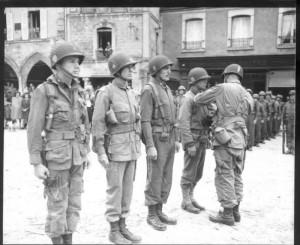 ceremonie_place_republique_soldats_americain_silver_star_101_airborne_carentan_juin_1944