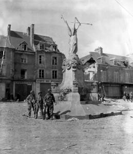 soldat_us_americain_monument_place_republique_carentan_juin_1944_normandie