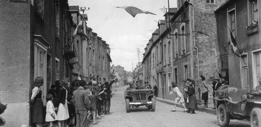 rue_habitant_soldat_civil_militaire_liberation_carentan_juin_1944_normandie