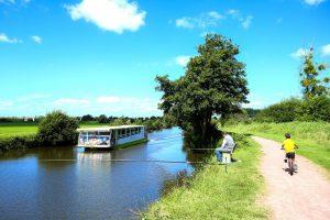 baie du cotentin promenade fluviale visite bateau marais taute rosee soleil