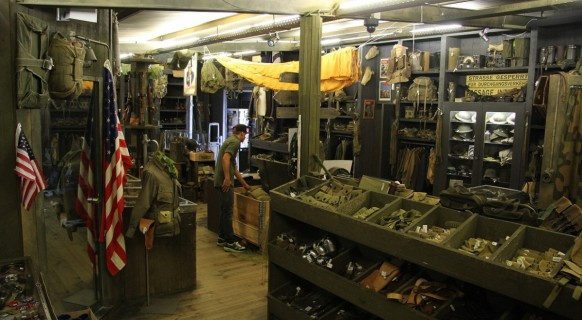 boutique_militaria_surplus_paratrooper_dday_experience_saint_come_du_mont_carentan_baie_cotentin