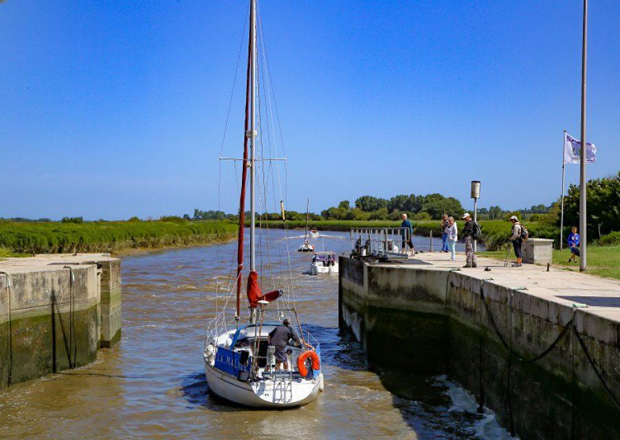 port carentan canal chenal bateau portes eclusieres baie cotentin