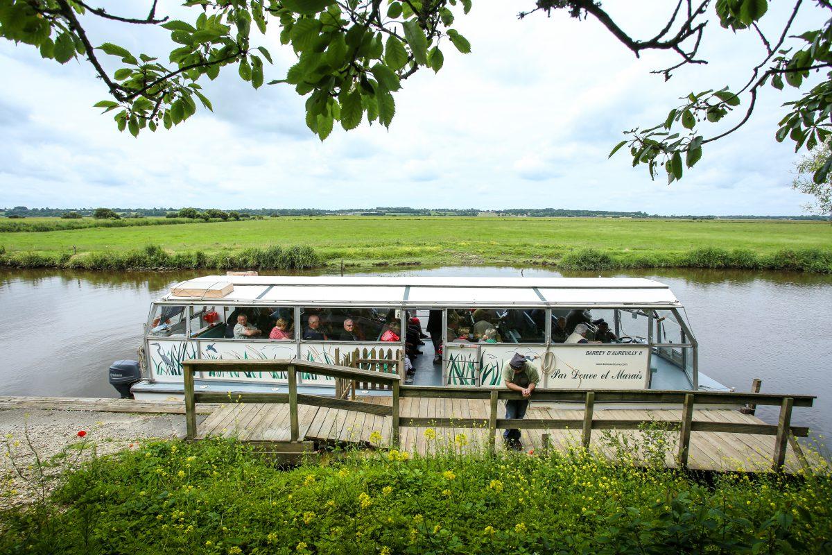 baie du cotentin promenade fluviale visite bateau marais douve barbey aurevilly