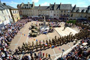 baie du cotentin reconstitution carentan liberty march dday ceremonie place republique